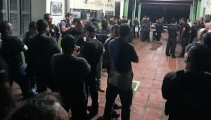Os mandados judiciais foram deferidos pela Vara de Delitos de Organizações Criminosas da Comarca de Fortaleza e pela Vara Única da Comarca de Pindoretama